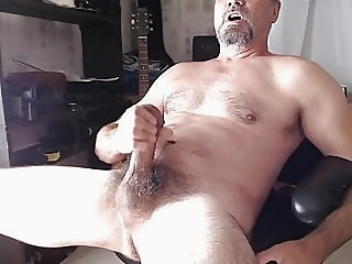 XXL hung hairy daddy shoots cum amateur (gay) bear (gay) big cock (gay)